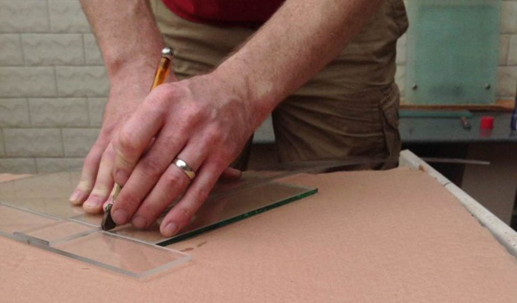how to cut glass a complete guide - How To Cut Glass