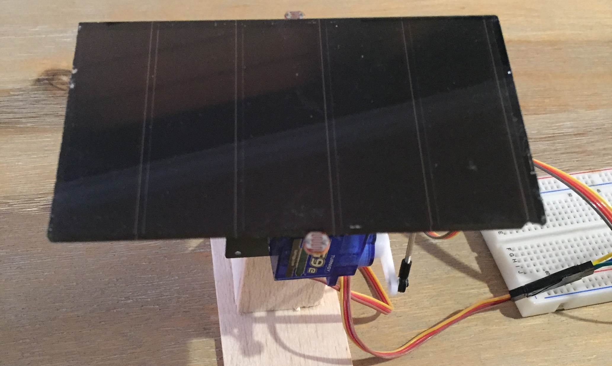 arduino-solar-tracker-with-servo-connected