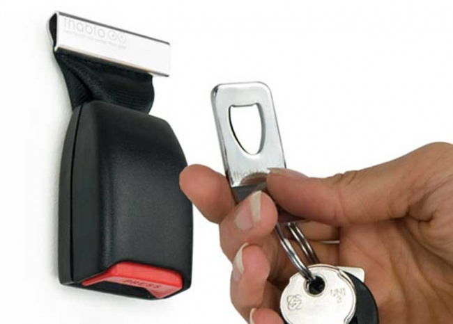 keep your keys in one place with a seat belt buckle