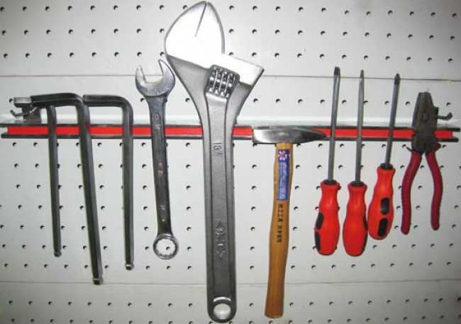 make a tool caddy with a megnetic strip