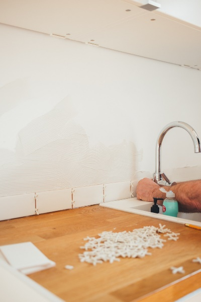installing kitchen backsplash