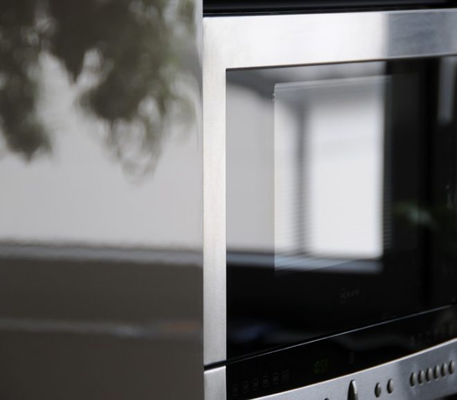 How To Deep Clean Your Microwave In 5 Minutes