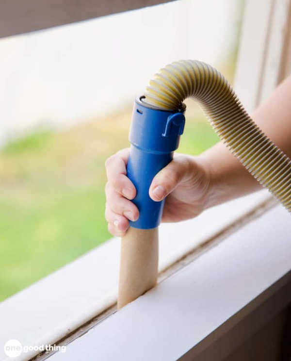 Make a vacuum tool with cardboard roll
