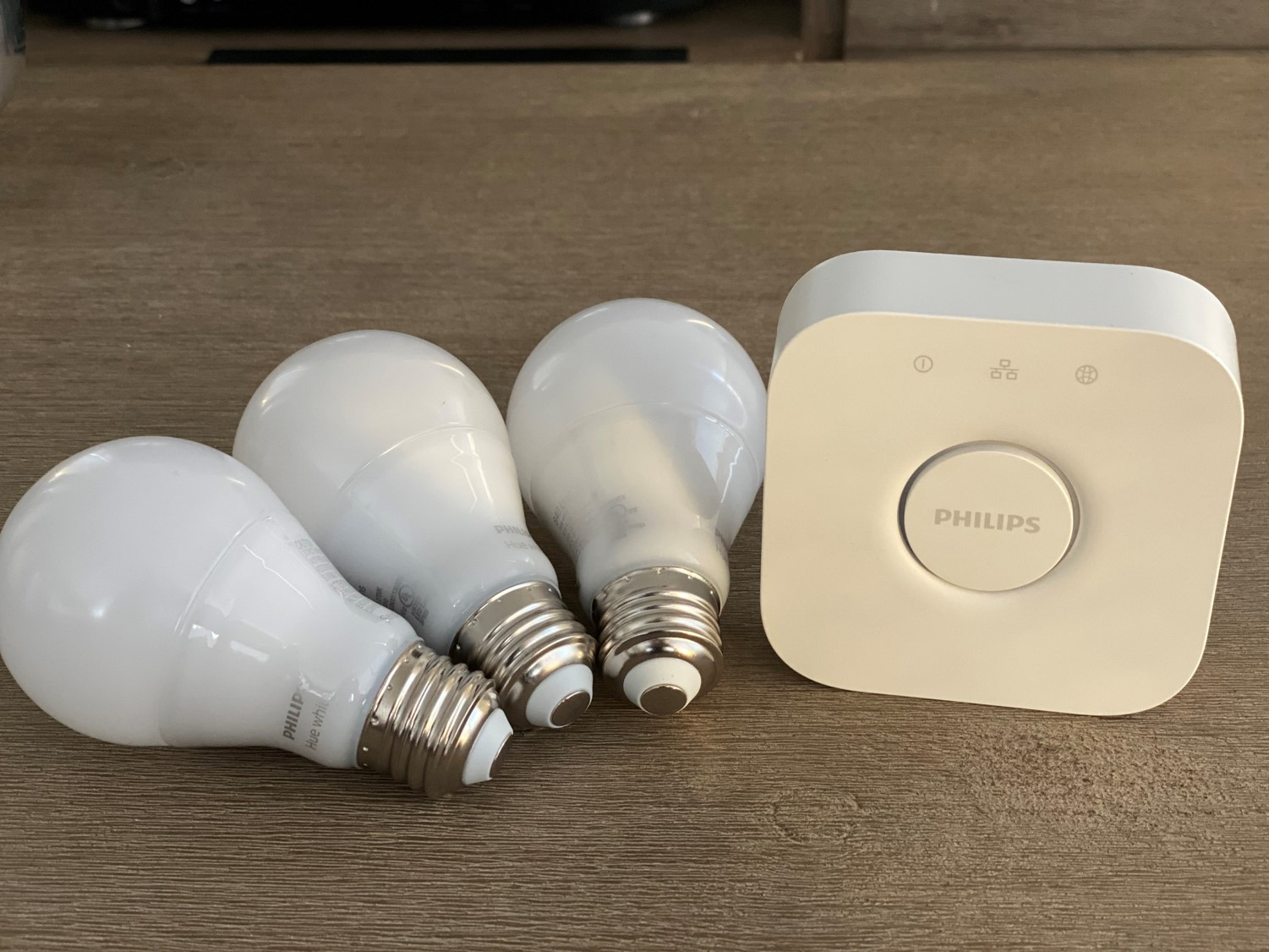 Philips Hue Hub and White Globes