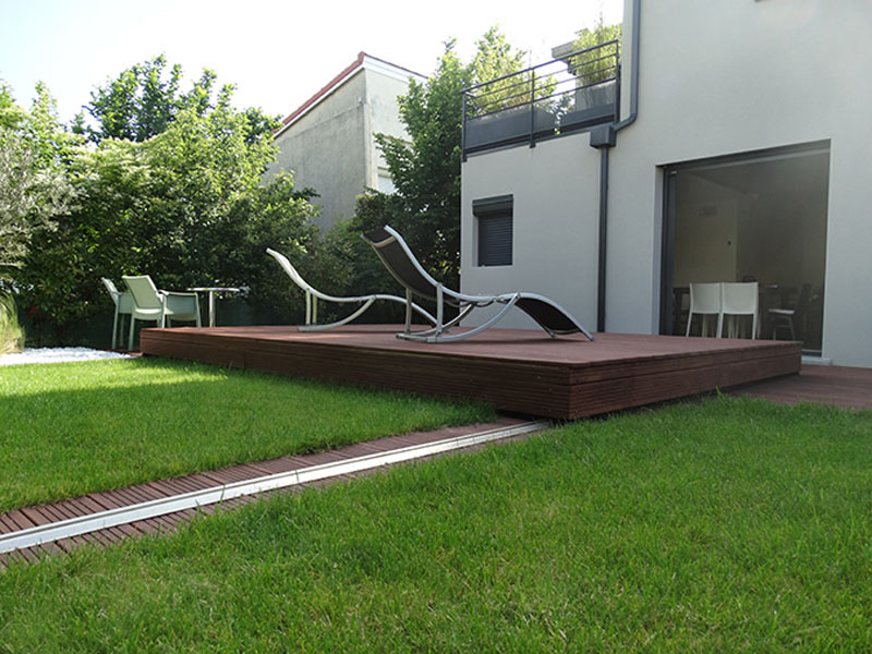 Rails In Grass For Deck Pool Cover