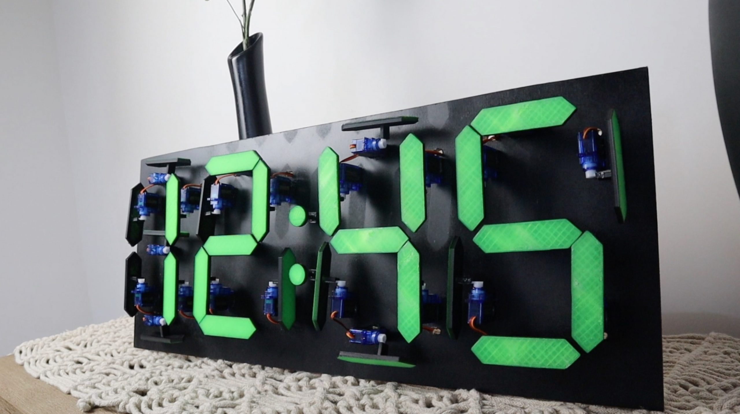 Mechanical 7 Segment Display Using Servos